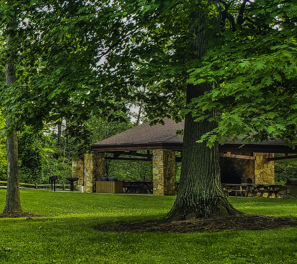 Concord Woods Nature Park - shelter - green grass - Lake Metroparks - photo by Jim Marquardt