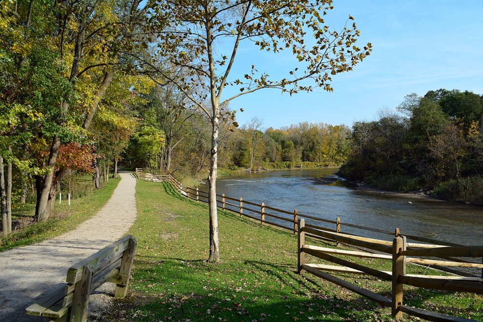 Chagrin River Park - river - trees - fall colors - trail - hiking - Lake Metroparks - photo by Al Miller